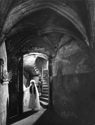 Robert Doisneau | Communiante à Lyon, 1950 .