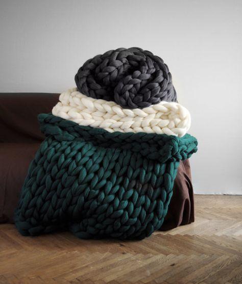 Ohhio's Grande Punto blankets. Chunky blanket. Giant knit. Cozy throw. 23 microns merino wool.