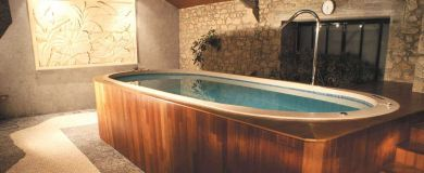 Plénitude 400 Découvrez le spa de natation Plénitude 400 du fabricant Clair Azur. Un spa carrelé en mosaïque personnalisable intérieur ou extérieur, pour vos massages et votre nage à contre-courant.