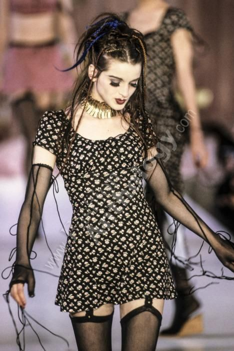 Very Betsey Johnson Spring/Summer 1994 Dark Fashion, Grunge Fashion, Gothic Fashion, 90s Fashion, Runway Fashion, High Fashion, Fashion Outfits, Quirky Fashion, Indie Outfits