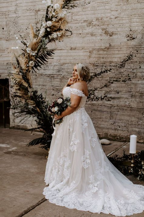 This industrial wedding venue in downtown Phoenix has been steadily gaining momentum since its grand opening, and we can certainly see why! The Icehouse sets the stage for moody wedding ceremonies perfecty with its exposed brick and open air structure. McKenna and Nick knew this was the only spot for them, and the result is a black + burgundy wedding with a dramatic twist on romantic details from start to finish. Head over to Ruffled now to see the full gallery AND the epic denim bridal jacket M