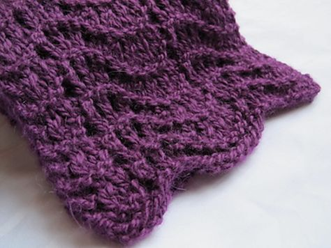 Baby chunky alpaca + lace pattern : a comfy scarf.