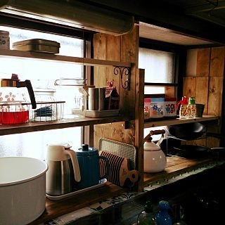 キッチン 古い家 キッチンの出窓に棚 Diy棚 今日はちょっと明るく撮れ