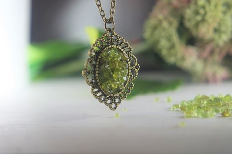 Bridal Jewelry 18 Peridot Faceted Rondelles Choker Peridot Diamond Center Wirewrapped to Sterling Cable Chain August Peridot Jewelry