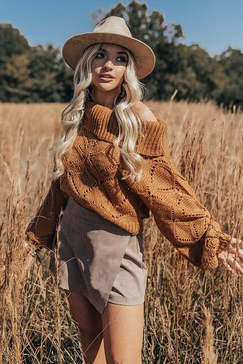 Apr 2020 - Lounging in London Knit Sweater in Cinnamon Fall Photo Shoot Outfits, Senior Photo Outfits, Cute Fall Outfits, Fall Winter Outfits, Autumn Winter Fashion, Senior Picture Clothes, Fashion Fall, Outfits For Photoshoot, Cute Camping Outfits