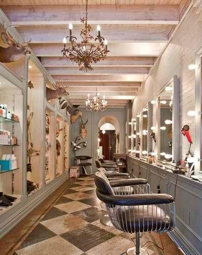 Un Salon De Coiffure Au Style Glamrock