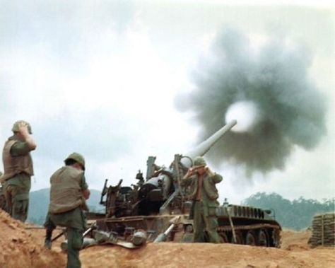 Vietnam-War-U-S-Army-Soldiers-Fire-M107-Self-Propelled-Gun-8-5x11-Rare-Photo