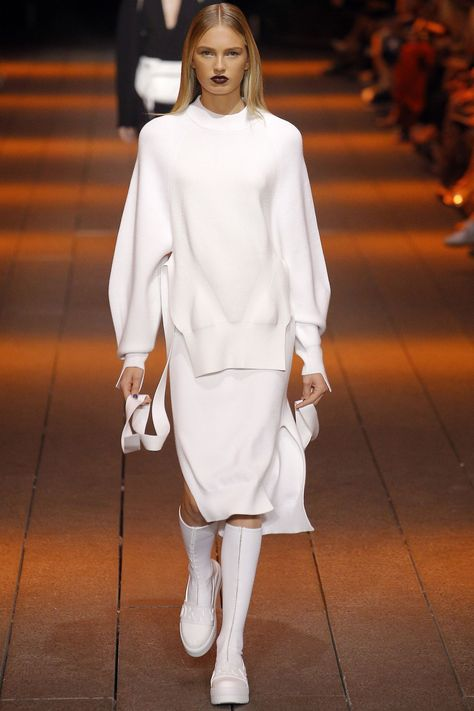 DKNY New York Spring/Summer 2017 Ready-to-Wear Collection | British Vogue
