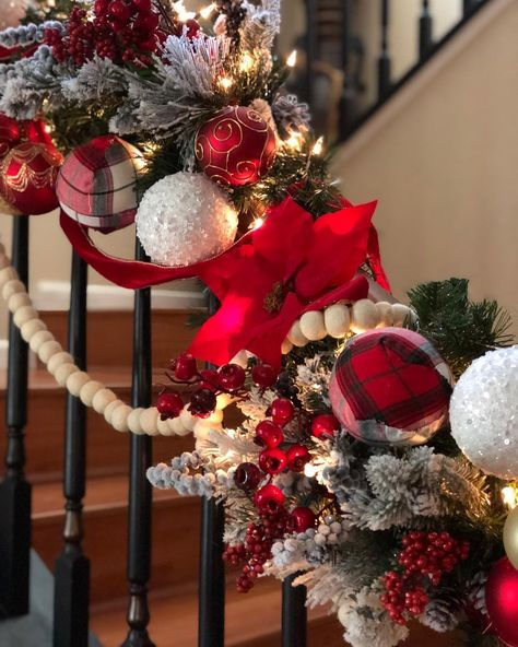 "🍂𝙼𝚊𝚢𝚛𝚊 🍂 on Instagram: ""Good night 💤😴 Busy Monday. #flockedchristmastree #chtistmas #christmasdecorations #christmasstairs #christmasgarland #plaidchristmas…"""