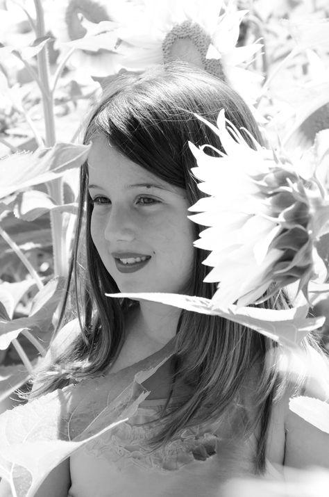 Emily tra i girasoli