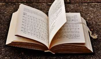Short Essay On My Favourite Book Which Include For Clas 4 5 6 7 8 B Christian Song Lyric Praise And Worship Gospel In Hindi 2