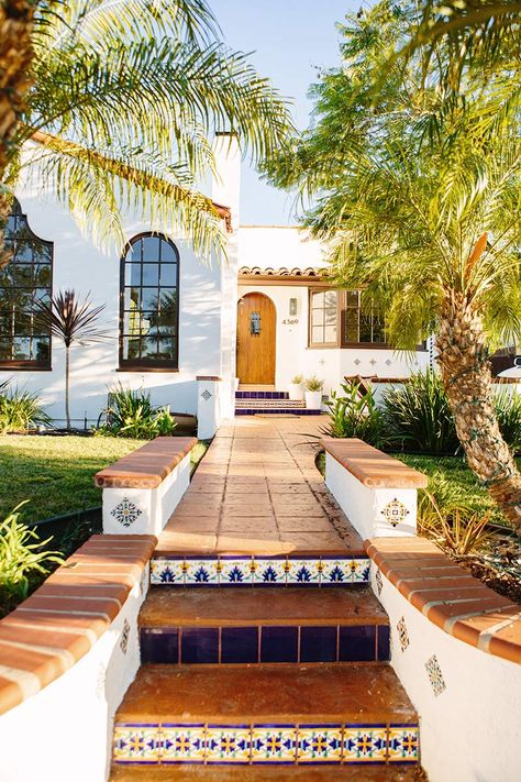 Spanish style homes – Mediterranean Home Decor Hacienda Style Homes, Mediterranean Style Homes, Spanish Style Homes, Mediterranean House Exterior, Spanish Style Decor, Mediterranean Architecture, Spanish Architecture, House Architecture, Spanish House Design