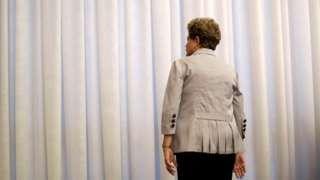 Image copyright                  Reuters Image caption                                      Después de casi nueve meses, el juicio político concluyó con un fallo negativo para la expresidenta Rousseff                                El futuro inmediato de Dilma Rousseff, tras meses de incertidumbre, ya se conoce. Alejada definitivamente de la presidencia de Brasil, este miércoles, Rousseff perdió los beneficios asociados con la investidur