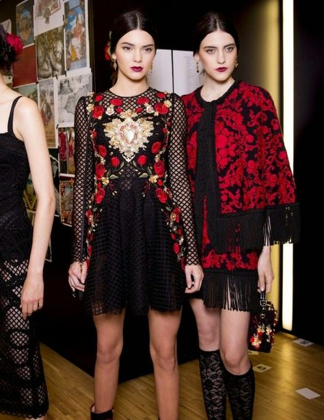 Kendall Jenner Backstage With Other Models For The Spring 2015 Dolce & Gabbana Fashion Show