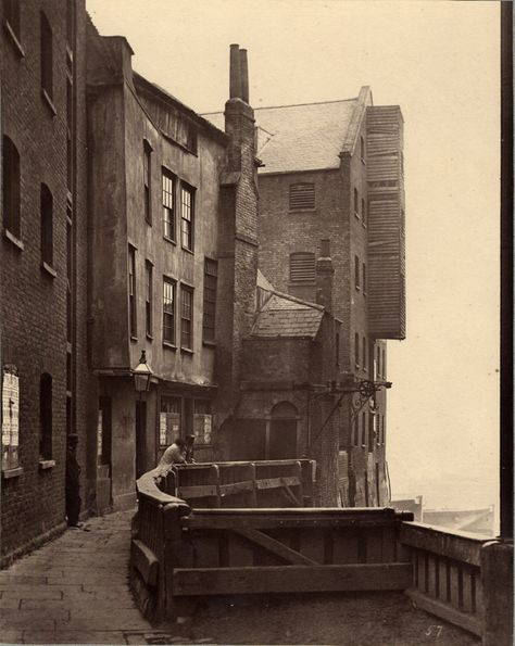 St Mary Overy's Dock, 1875. Photo by Henry Dixon for the Society for Photographing Relics of Old London, after 1875