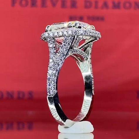 #foreverdiamonds #foreverdiamondsny #handcrafted #diamondring #diamond #diamonds #engaged #engagementrings #customrings #customengagementrings #enagementinspo #engagementinspiration #unique #uniquerings #uniqueengagementrings #engagementring #ringinspo #ringinspiration #sparkly #ring #diamondrings #custom #customdiamondrings #fdny #wedding #weddingrings #halo #haloengagementrings #halodiamondrings #diamondhalo #splitshank #splitshankdiamond #splitshankengagementrings #splitshankrings