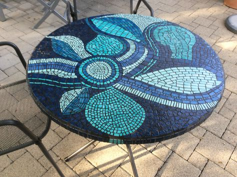 Table de jardin mosaïquée avec des émaux de Briare ...