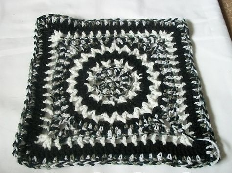 """Day 18: 12"""" Block of the Day - Eye Of The Beholder 12 Inch Square by Jessica Phillips  Free Pattern: http://crochetjessica.com/2011/02/20/eye-of-the-beholder-12-square/  #TheCrochetLounge #12inch #grannysquare Pick #crochet"""