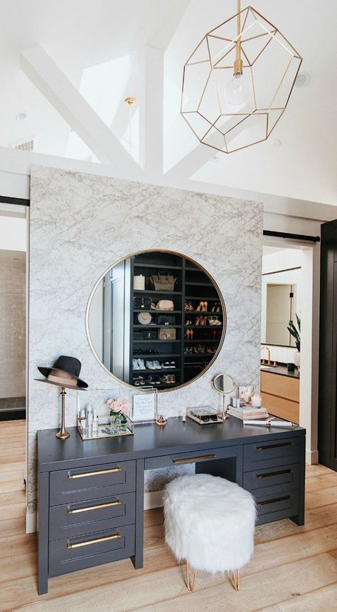 My Makeup Vanity (Via @andeelayne) #homedesign #style