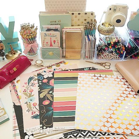 chensnippet I need to make new dividers for my Filofax✂️#Filofax #Filofaxing #craft #crafty #Projectlife #Heidiswapp #mymindseyeinc #pinkpaislee