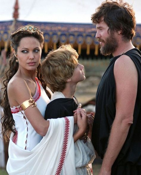 Angelina Jolie, Val Kilmer, Collin Farrell and Connor Paolo in Oliver Stone's 'Alexander' (2004)