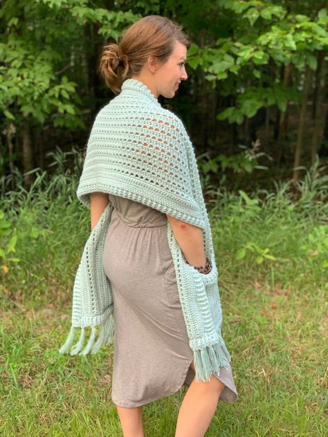 Easy Crochet Blanket, Crochet Cape, Knit Or Crochet, Crochet Scarves, Crochet Clothes, Crochet Sweaters, Chrochet, Crochet Wrap Pattern, Crochet Patterns