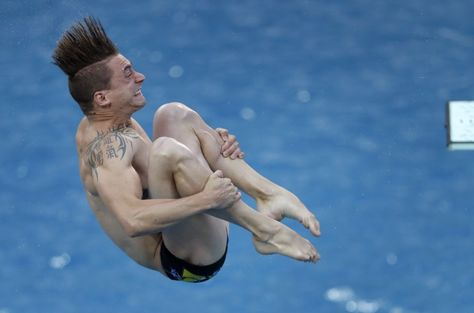 El francés Matthieu Rosset compite en salto.