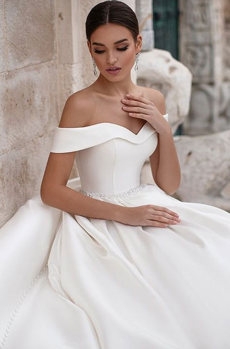 #weddingdresses #weddinggown #bridedress
