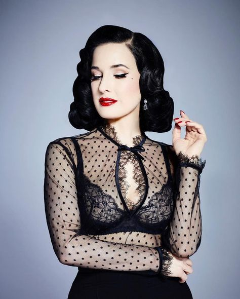 Exclusively presenting Dita Von Teese in Denmark. Sensual and ultraglamourøst lingerie that adds luxury and exclusivity to your everyday life.