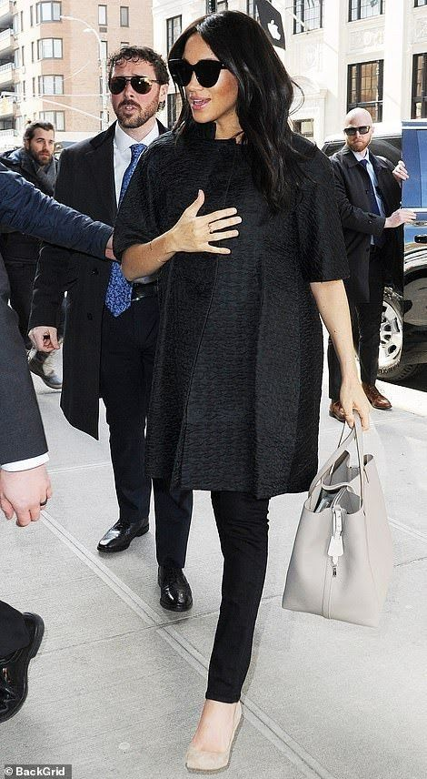 Pin On Duchesse Meghan Son Style Elle Ne Le Copie Pas Modeuse D Elle Meme