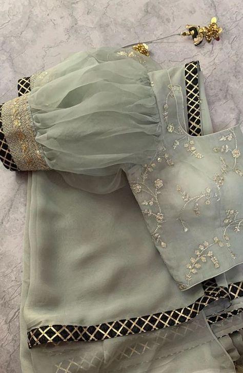 Fashion Tips Ideas .Fashion Tips Ideas Saree Blouse Neck Designs, Stylish Blouse Design, Fancy Blouse Designs, Bridal Blouse Designs, Blouse Patterns, Choli Blouse Design, Sari Design, Diy Design, Sleeves Designs For Dresses