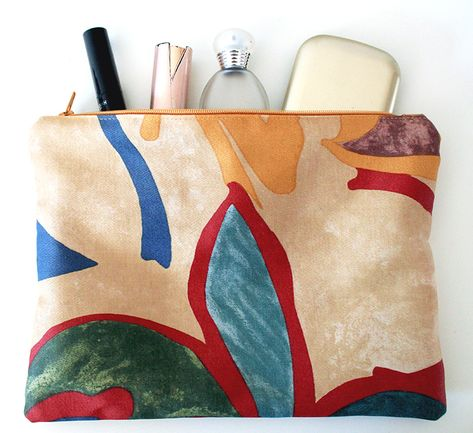 Beauty-case, fabric storage, flowers print, orange, red, beige, blue, green... to find everything in your bag! 19x25 cm. 8,5€ See more picture!