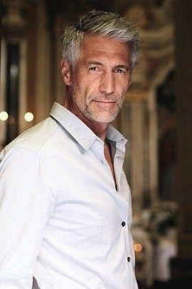 Grosse Herren Frisuren Fur Graue Haare Herren Frisuren Graue Haare Haarschnitt Manner Graue Haare Manner