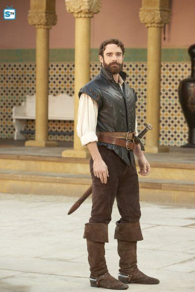 Joshua Sasse as (Galavant) Season 2 Medieval Clothing Men, Armor Clothing, Historical Clothing, Medieval Outfits, Medieval Fashion, Joshua Sasse, Men's Renaissance Costume, Medieval Costume, Fantasy Costumes