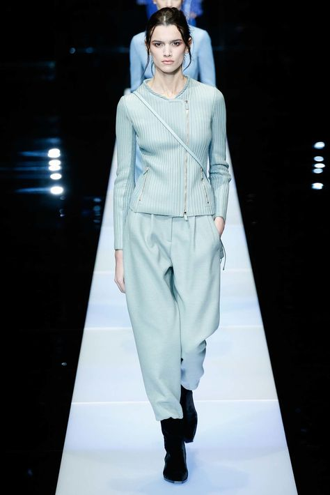 1128f326c2b See the complete Giorgio Armani Fall 2015 Ready-to-Wear collection.