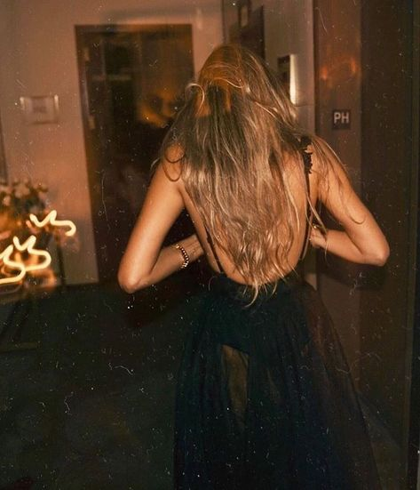 Looks Style, Looks Cool, Foto Fashion, Girl Fashion, Foto Casual, Classy Aesthetic, Gold Aesthetic, Mode Outfits, Night Outfits
