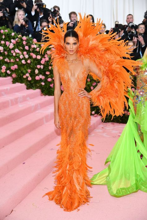 Kendall & Kylie Jenner Rock Jaw Dropping Looks for Met Gala Photo The Jenner sisters have arrived at the 2019 Met Gala - and they did not disappoint! Kendall and Kylie Jenner walked the pink carpet together in super bright looks… Kendall Jenner Outfits, Kendall And Kylie Jenner, Kris Jenner, Kardashian Jenner, Gala Dresses, Red Carpet Dresses, Nice Dresses, Gala Gowns, Anna Wintour