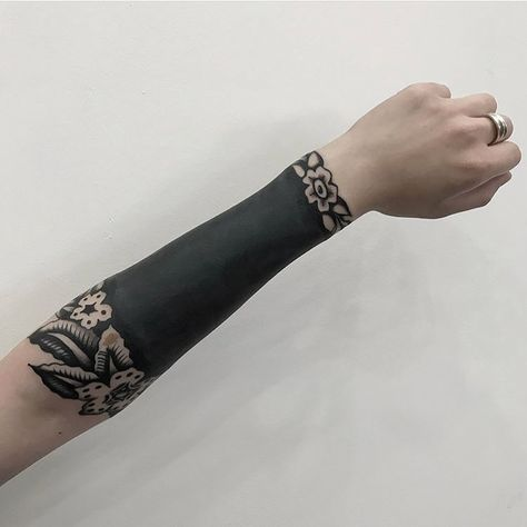 These Striking Solid Black Tattoos Will Make You Want To Go All In - Blackwork Desenho