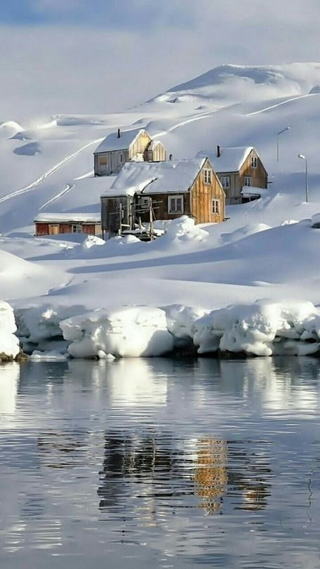 I like seeing this beautiful house, lake and the view but I'm not staying there coz it's freezing cold.