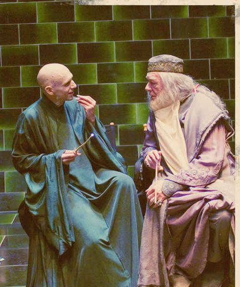 Dumbledore having a heart to heart with Voldemort:   34 Behind The Scenes Photos That Will Change The Way You Look At Classic Movies