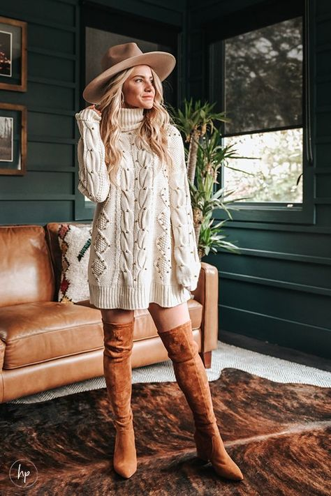 Thanksgiving outfit Inspiration, I always like to wear something that feels dressed up but still comfortable and casual enough to wear around the house. Hunter Premo Fall Fashion Outfit. #HunterPremo #fallstyle #Falloutfit #ThankgivingOutfit #Fashionista