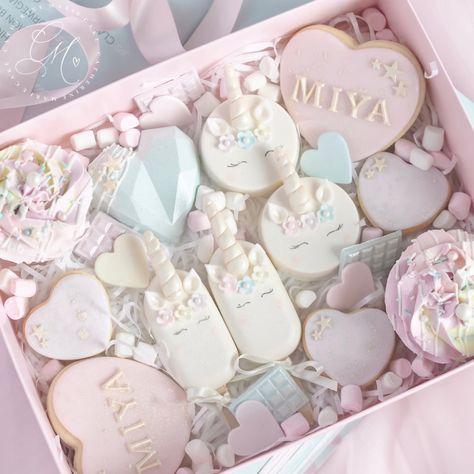 Valentines Baking, Valentine Cake, Valentine Day Gifts, Chocolate Covered Treats, Chocolate Covered Strawberries, Cake Pop Designs, Pinata Cake, Heart Cakes, Fun Baking Recipes