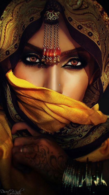 An exotic beauty hiding behind a veil. but is it just her face she's hiding? Beautiful Eyes, Beautiful People, Beautiful Women, Amazing Eyes, Stunningly Beautiful, Pakse, Arabic Makeup, Exotic Beauties, Foto Art