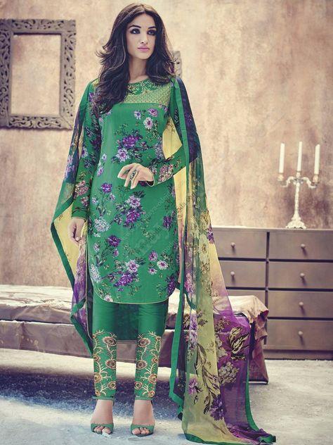 Зелёное красивое платье / костюм