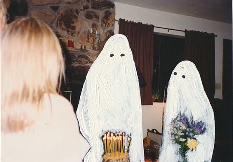 Artist paints generic ghosts over found photographs to haunting and nostalgic effect Asian History, British History, Tudor History, Sheet Ghost, Strange History, History Facts, Film Inspiration, Haunted History, Looks Cool