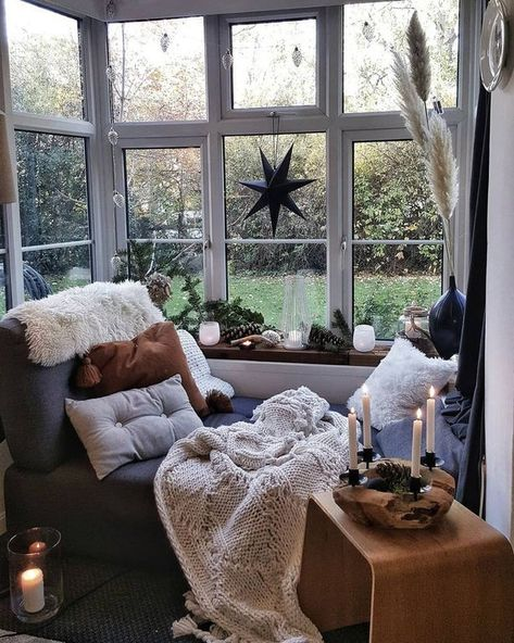 Scandi bohemian interiors on I started with roughly a year ago after I was unwell over Christmas and discovered interior accounts and Bedroom Reading Nooks, Bedroom Corner, Bedroom Nook, Cozy Nook, Cozy Corner, Bay Window Living Room, Bay Window Decor, Home Design, Interior Design