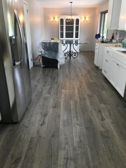 Pergo Outlast Waterproof Vintage Pewter Oak 10 Mm T X 7 48 In W X 47 24 In L Laminate Flooring In 2020 House Flooring Grey Laminate Flooring Wood Laminate Flooring