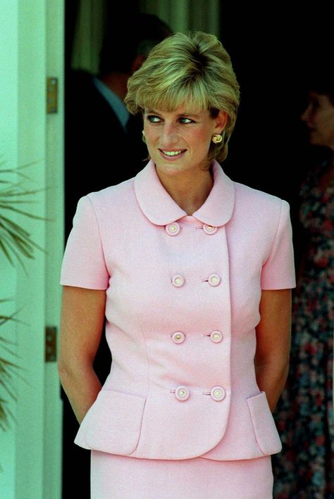 Diana, Princess of Wales wears a pink Versace suit during an official visit to Argentina on November 1995 in Buenos Aires, Argentina.