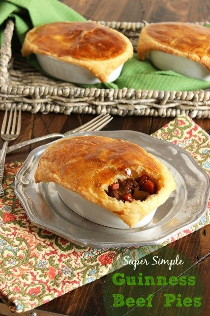 These beef pies can be made in advance and baked right before serving. Perfect for entertaining! | the Suburban Soapbox