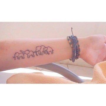 Simbolos Y Disenos De Tatuajes Significativos De Familia Elefante Tatuaje Pequeno Tatuaje Familia De Elefantes Tatuajes Con Significado